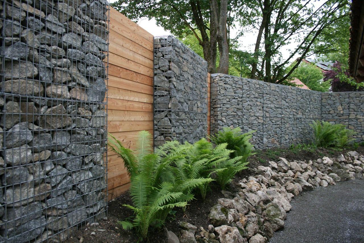 Gabionenmauer mit Holz