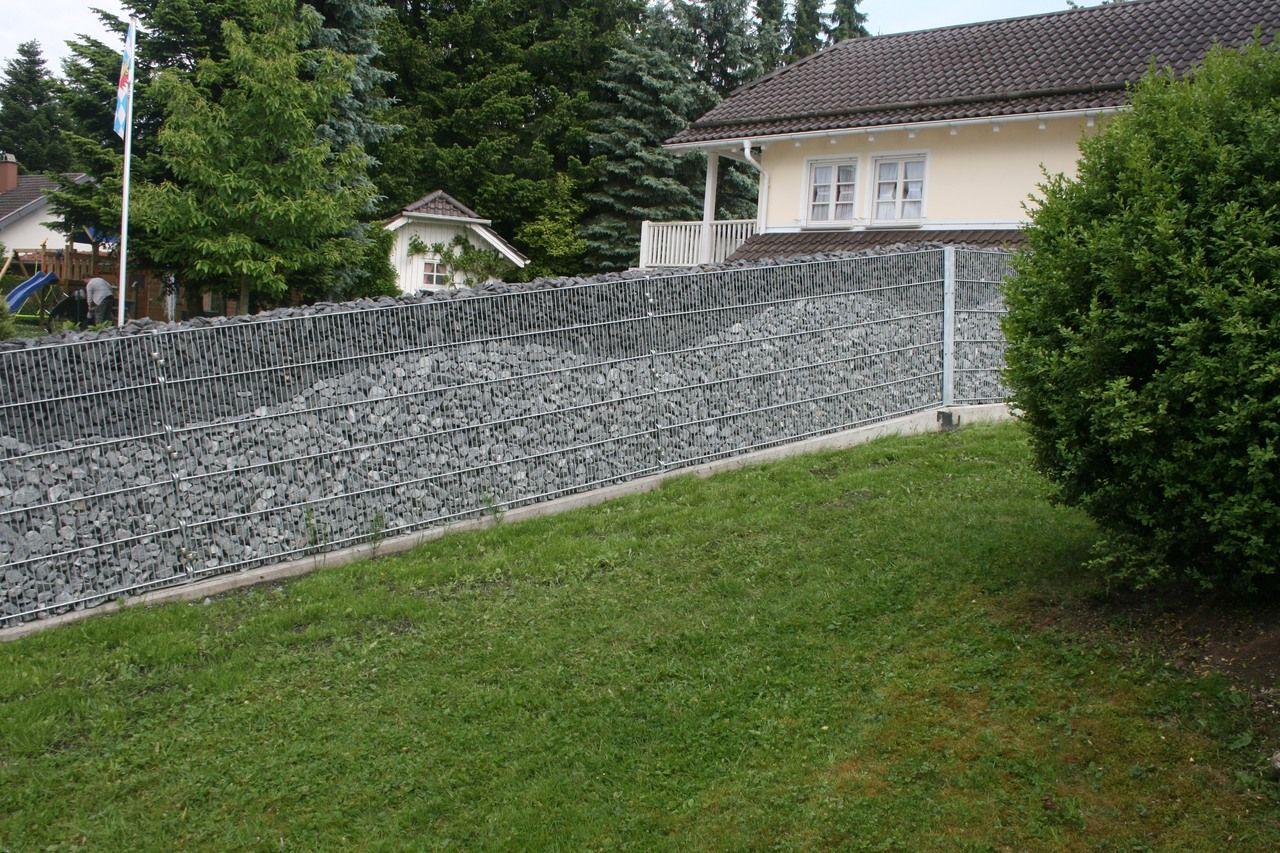 Gabionenmauer mit Muster