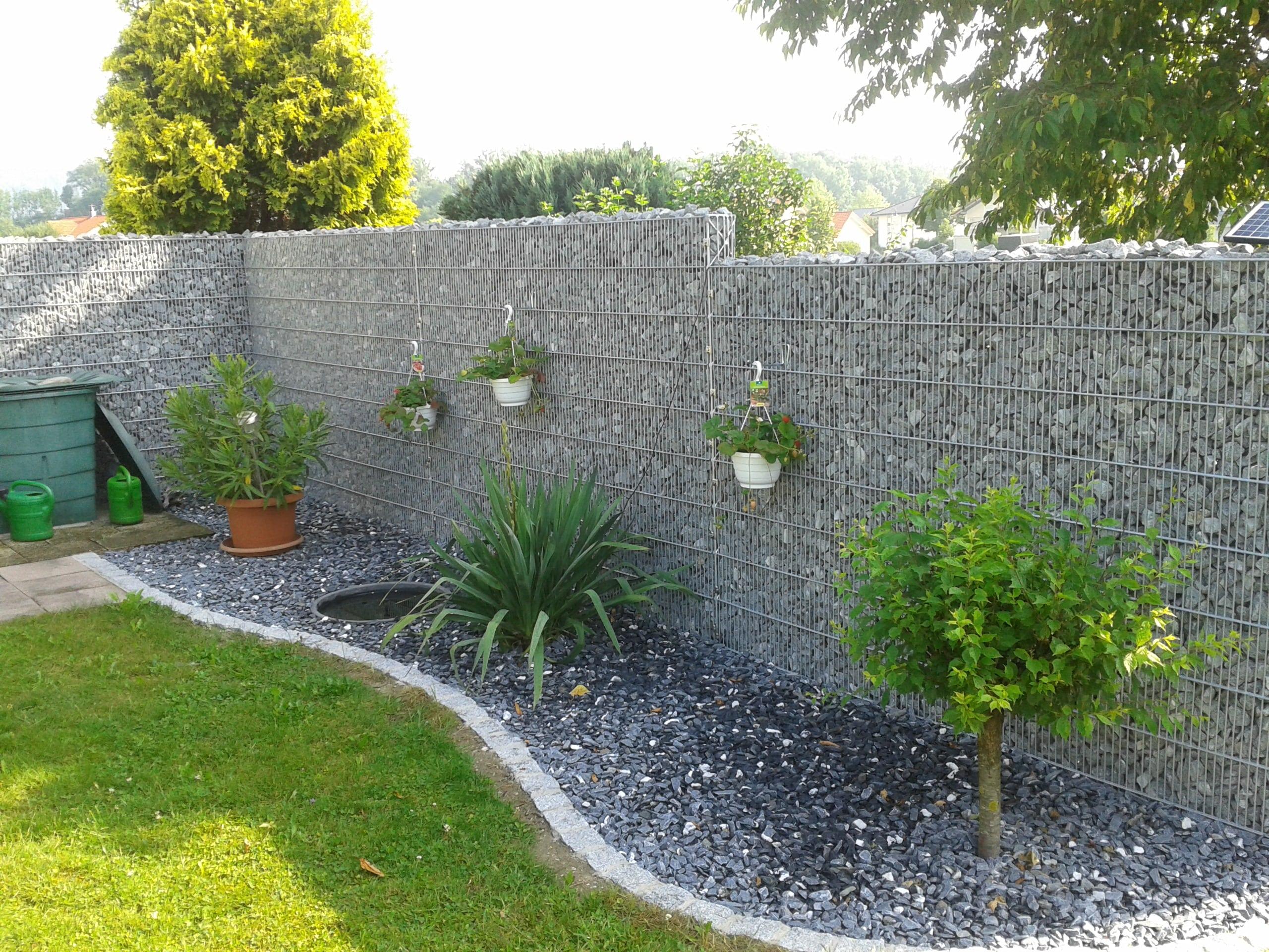 Gabionenmauer als Grundstücksgrenze