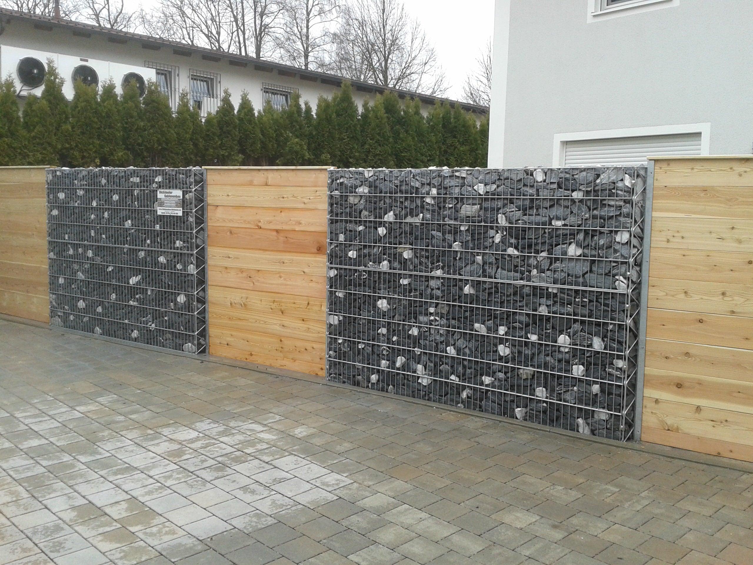 Gabionenwand mit Holzelementen