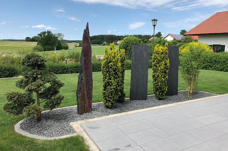Gartengestaltung mit Stein und Pflanzen